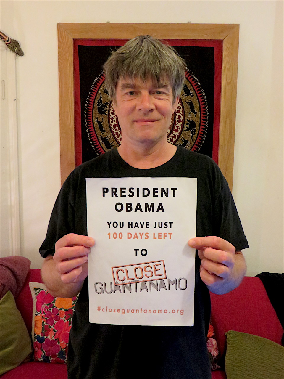 Andy Worthington supporting the Countdown to Close Guantanamo on October 11, 2016, when President Obama had just 100 days left to close Guantanamo before he leaves office.