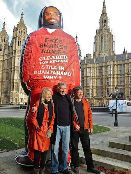 A previously unseen photo of Roger Waters (ex-Pink Floyd) with Andy Worthington and Joanne MacInnes of We Stand With Shaker, at the launch of the campaign outside the Houses of Parliament on November 24, 2014 (Photo: Dot Young).