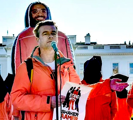 Andy Worthington calling for the closure of Guantanamo outside the White House on january 11, 2016, the 14th anniversary of the prison's opening (Photo: Justin Norman).
