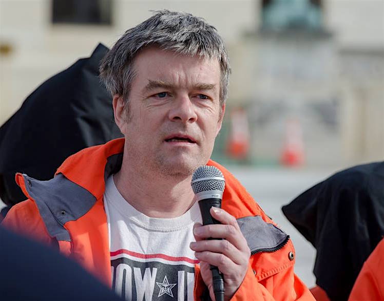 Andy Worthington calling for the closure of Guantanamo outside the Supreme Court on January 11, the 15th anniversary of the opening of the prison (Photo: Matt Daloisio).