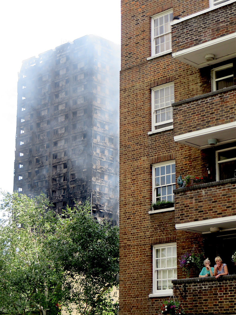 Grenfell Tower in the afternoon of June 14, 2017, and tenants in a neighbouring block (Photo: Andy Worthington).
