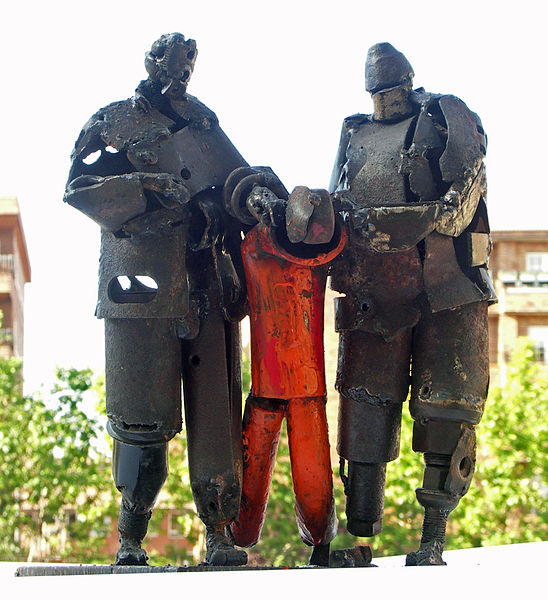A sculpture by José Antonio Elvira in the town of Guantanamo, in Cuba, dated 2006 (Photo: Zósimo, a Creative Commons photo via Wikimedia Commons).