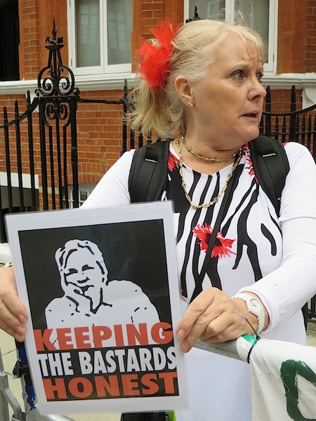 A campaigner calling for the release of Julian Assange from his asylum in the Ecuadorian Embassy, June 19, 2014 (Photo: Andy Worthington).