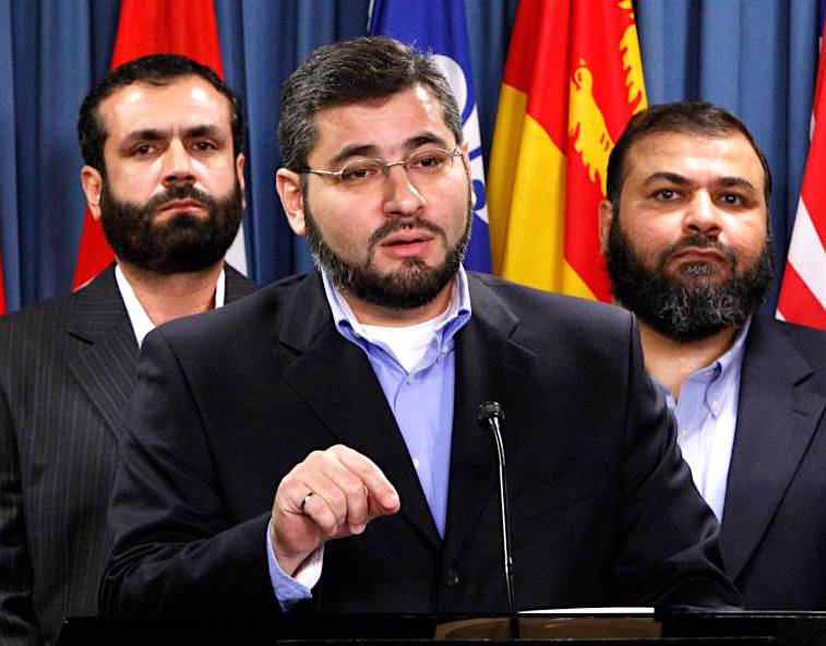 Abdullah Almalki (center), with Muayyed Nureddin (left) and Ahmad El Maati (right) at a news conference in Ottawa in October 2007 (Photo: Reuters).