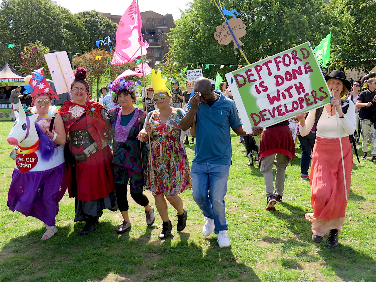 The arrival of a carnival procession of campaigners from the Old Tidemill Garden in Deptford to Party in the Park, a community festival in New Cross on September 1, 2018 (Photo: Andy Worthington).