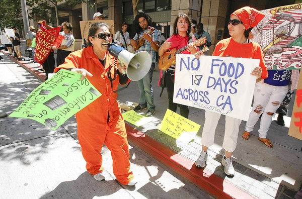 Campaigners protesting in support of the California prison hunger strikers in Los Angeles on July 18, 2011 (Photo: Mel Melcon/Los Angeles Times).