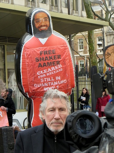Music legend Roger Waters (ex-Pink Floyd) supports We Stand With Shaker at the US Embassy on February 13, 2015 (Photo: Andy Worthington).