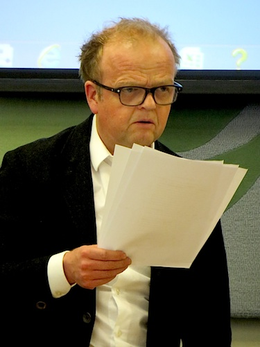 "The actor Toby Jones reading from ""Guantanamo Diary' by Mohamedou Ould Slahi at a Parliamentary briefing on April 19, 2016 (Photo: Andy Worthington)."