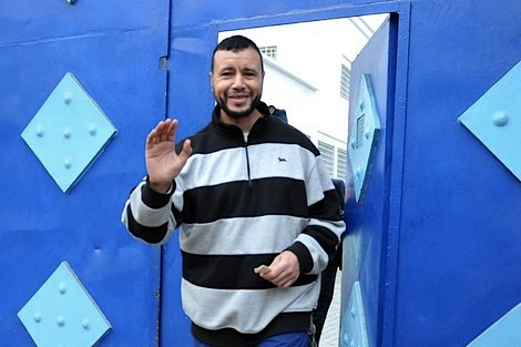 Younous Chekkouri leaving prison in Morocco, where he had been held for 149 days following his release from Guantanamo. The Moroccan authorities had told the US they would hold him for longer than 72 hours (Photo via the Moroccan website Hespress).